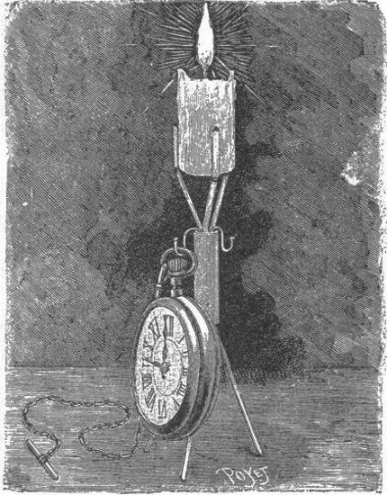 Un candelero y soporte de reloj de bolsillo