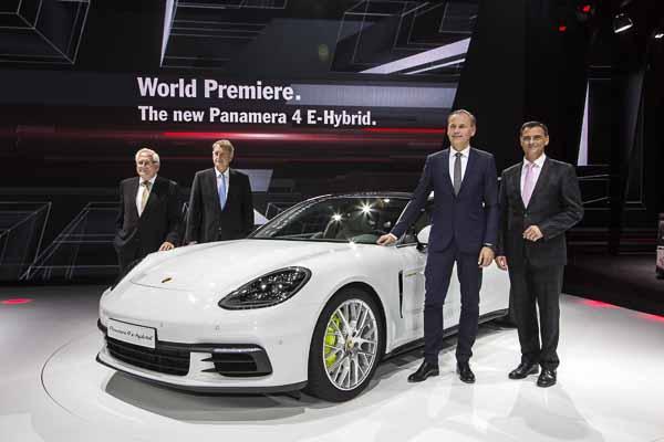 Porsche presents the Panamera 4 E-Hybrid and 911 GT3 Cup racing car
