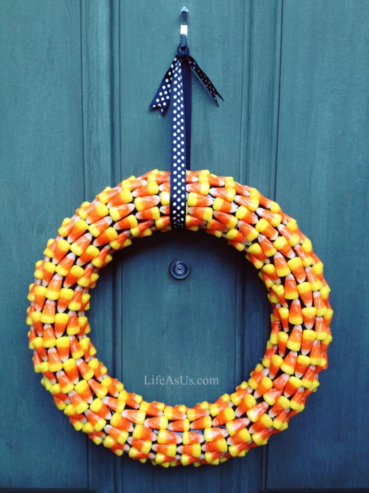 Halloween Wreath Craft Project from lifeasus.com #diy #halloweencraft #holidaywreaths #halloweenwreath #halloween