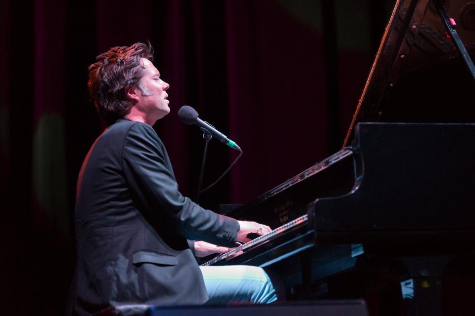 """Otras canciones que presentó el músico acompañado de su piano fueron """"Jericho"""", """"Who Are You New York"""", """"Martha"""", """"California"""" y """"Montauk"""" / Foto: Diego Figueroa"""