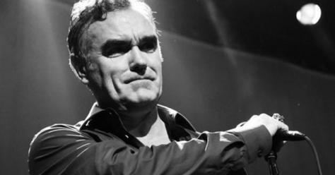 Morrissey abandona concierto en Arizona después de perder su voz