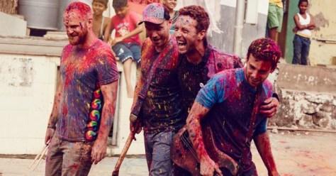 Chris Martin de Coldplay interpreta nueva versión de
