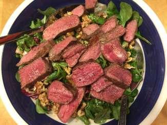 frischer-Salat-mit Rinderfilet