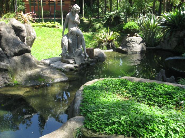 Fontes e estátuas muito bem cuidadas