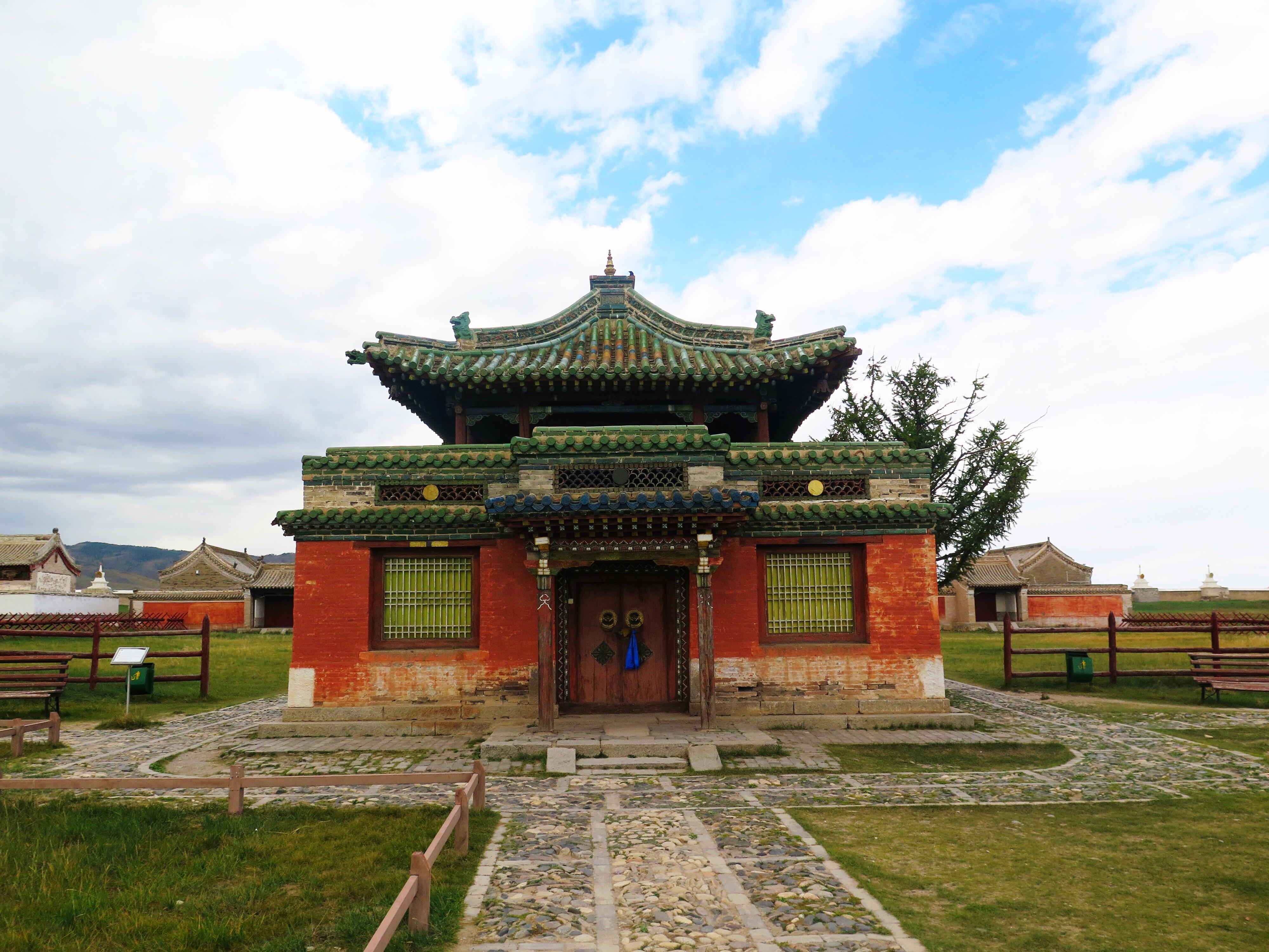 Erdene Zuu, inside the complex.