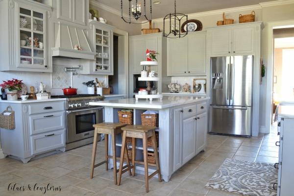 simple farmhouse kitchen Christmas