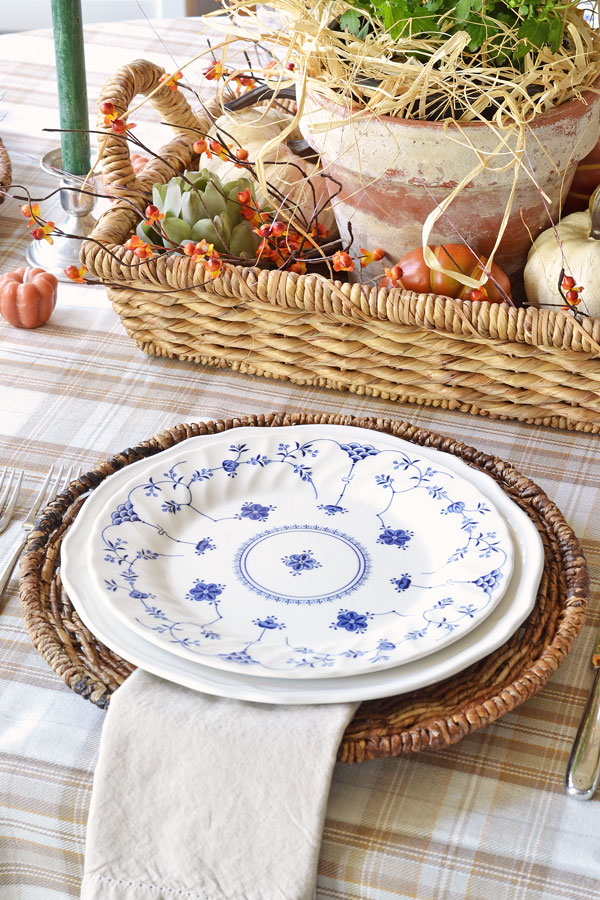 fall-centerpiece-and-blue-and-white-dishes-fall-tablescape