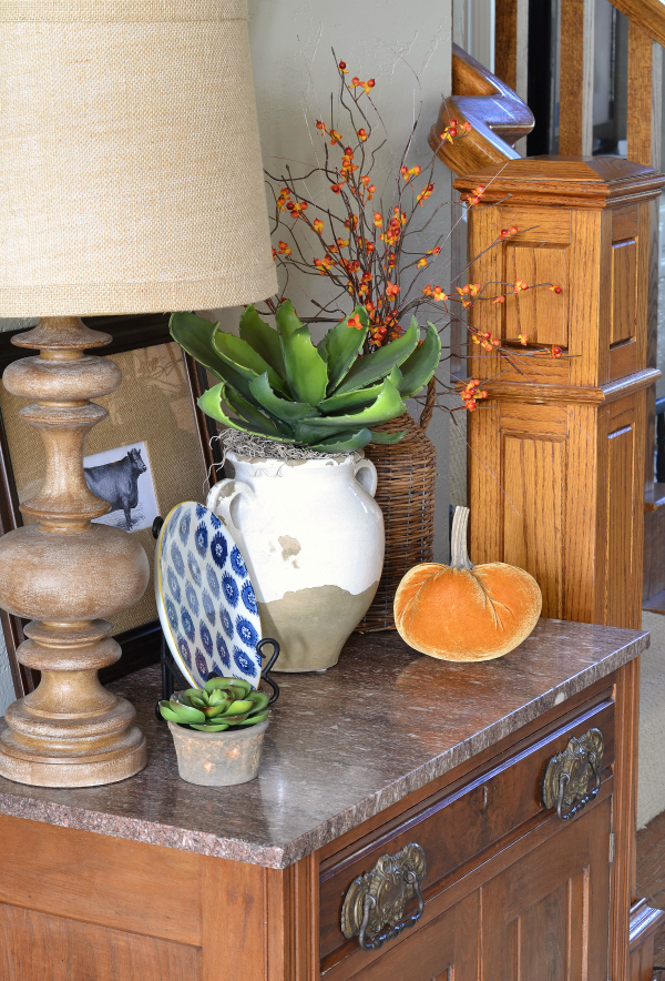 foyer-table-decorated-for-fall