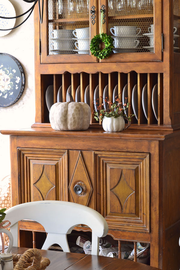 breakfast-nook-fall-decorating