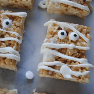 Lil Mummy Rice Krispie Treats and a Belated Halloween Shout out!