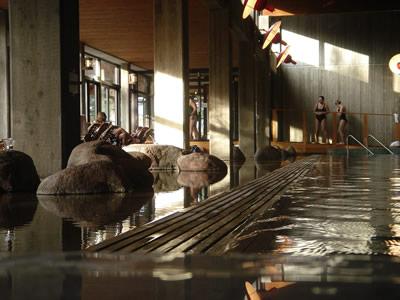 Vid bassängen på Yasuragi Hasseludden