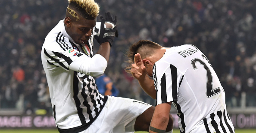 TURIN, ITALY - JANUARY 24:  Paulo Dybala (R) of Juventus FC celebrates after scoring the opening goal with team mate Paul Pogba during the Serie A match between Juventus FC and AS Roma at Juventus Arena on January 24, 2016 in Turin, Italy.  (Photo by Valerio Pennicino/Getty Images)