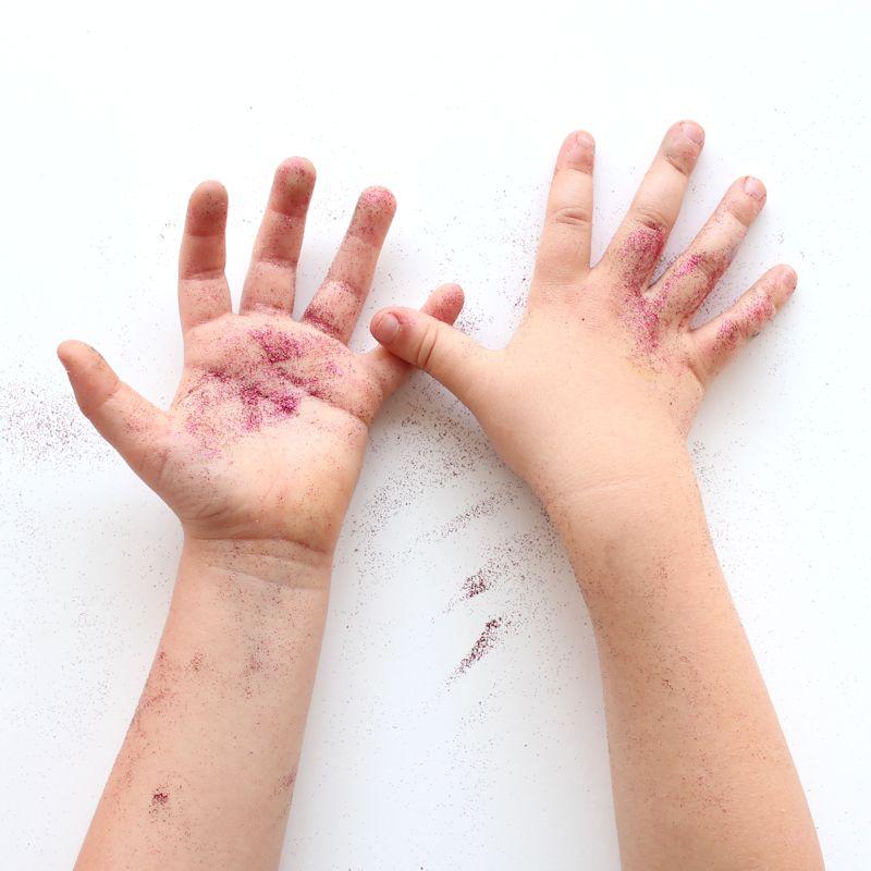31 - glitter hands