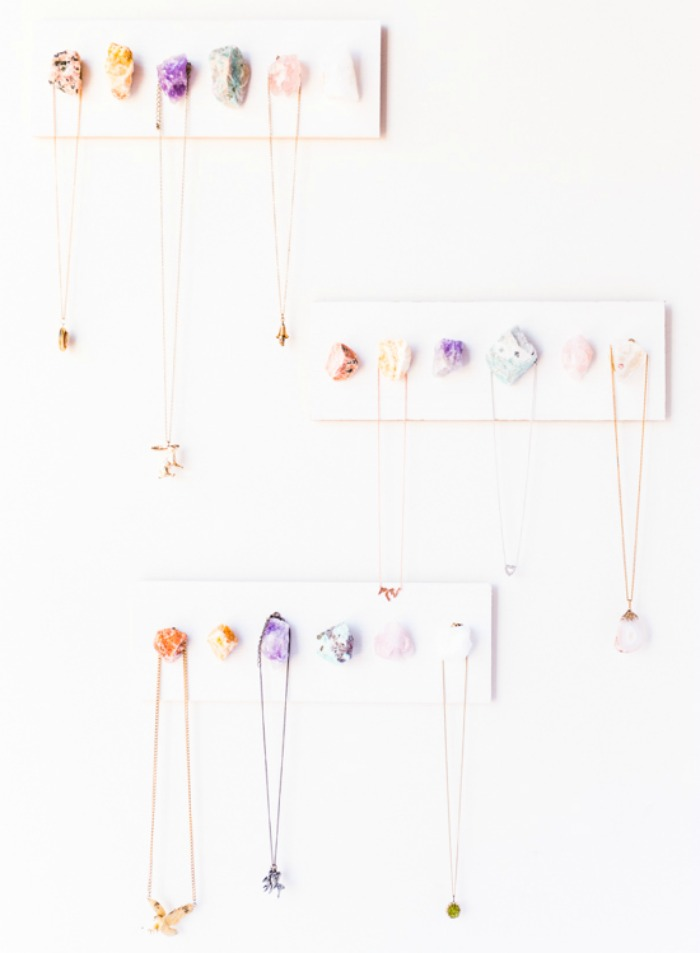 jewel-crystal-jewelry-organizer-hanger-diy