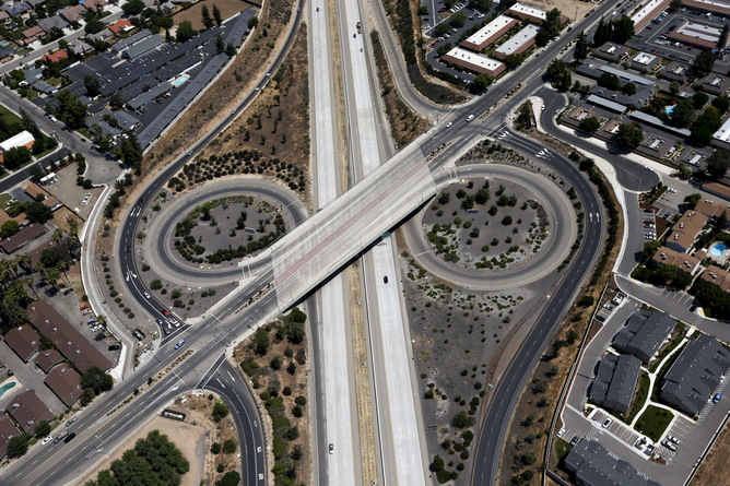 A freeway intersection is seen in Fresno, California, United States May 6, 2015. California water regulators on Tuesday adopted the state's first rules for mandatory cutbacks in urban water use as the region's catastrophic drought enters its fourth year. Urban users will be hardest hit, even though they account for only 20 percent of state water consumption, while the state's massive agricultural sector, which the Public Policy Institute of California says uses 80 percent of human-related consumption, has been exempted. REUTERS/Lucy Nicholson - RTX1BWAR