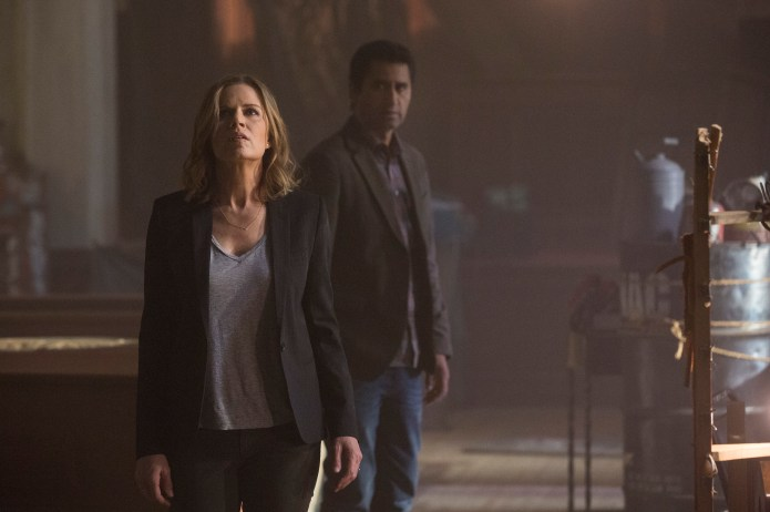Fear the Walking Dead, Maddy and Travis, Pilot