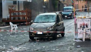 Auto su folla, 31 feriti nel sassarese