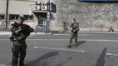 Francia: accoltella passanti a Marsiglia, ucciso