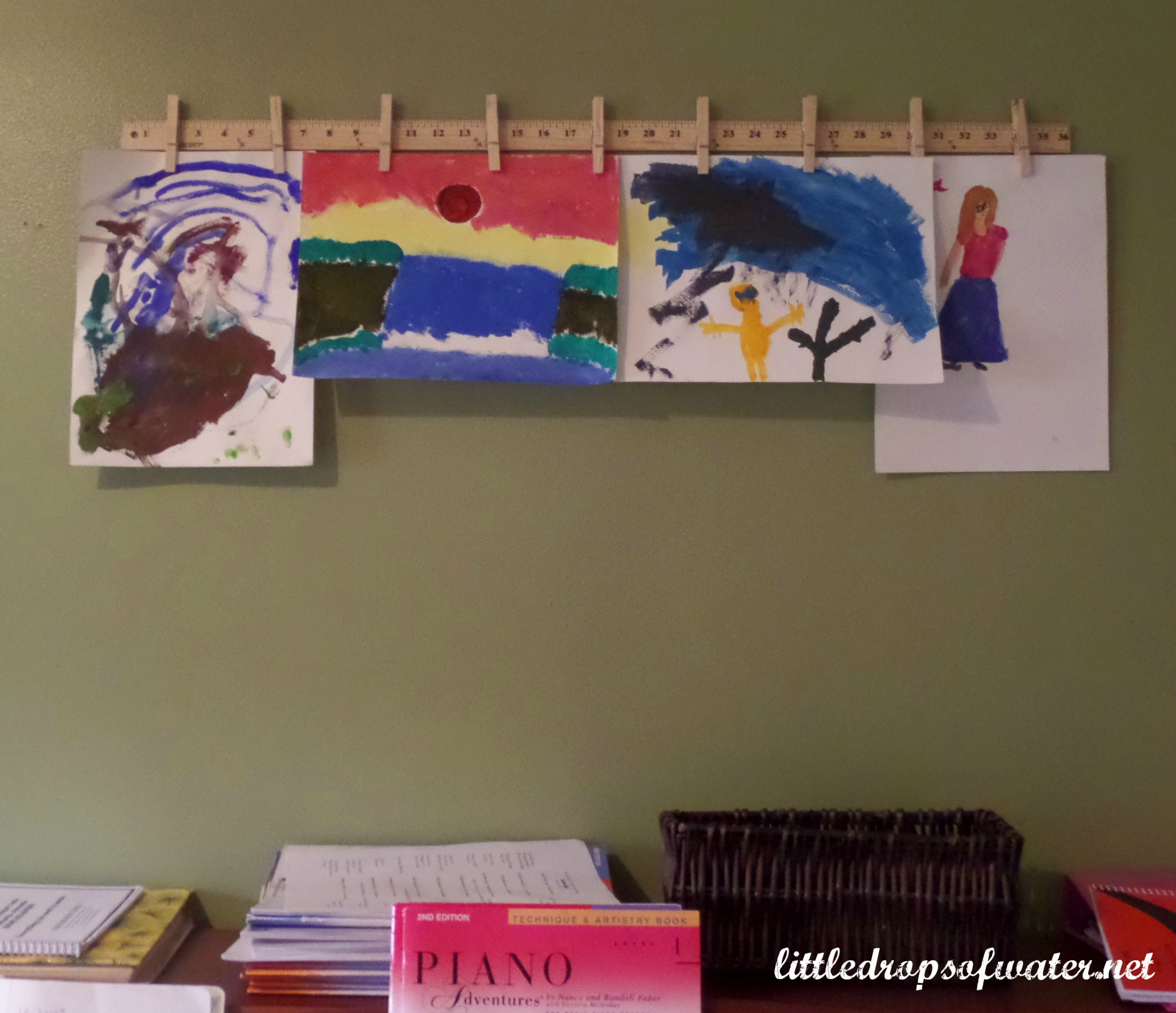 31 Days of Tackling the To-Do List: Kids' Art Display