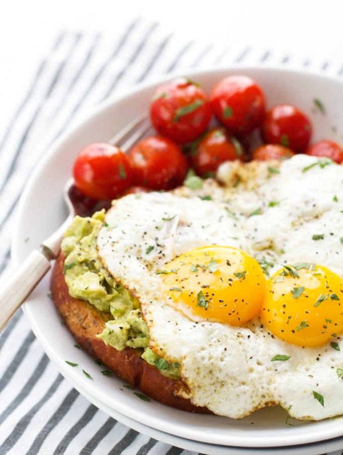 Guacamole-Toasts-with-Fried-Eggs