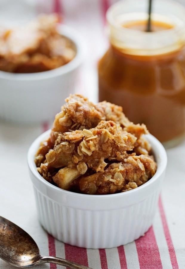 Warm-Vanilla-Apple-Crisps-with-Salted-Caramel