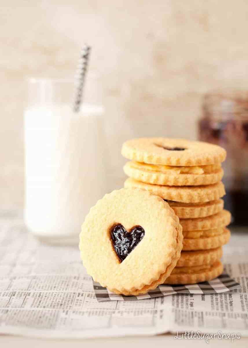Custard Cream Biscuits