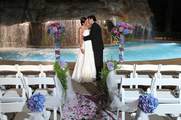 Mirage Pool Waterfall Wedding   Little Vegas Wedding