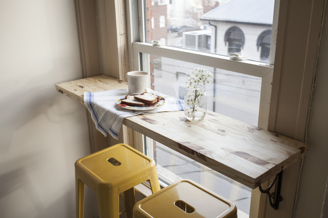 Inspiring ideas on how to fit a dining area in a small space!