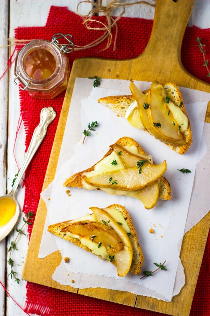 Brie-Pear-Toasts-with-Thyme-Honey3-682x1024