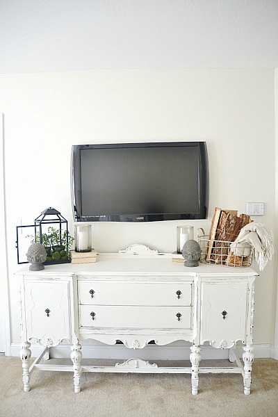 Buffet makeover using DIY chalk paint - full recipe on the blog on how to make your own chalk paint for all your painting projects!