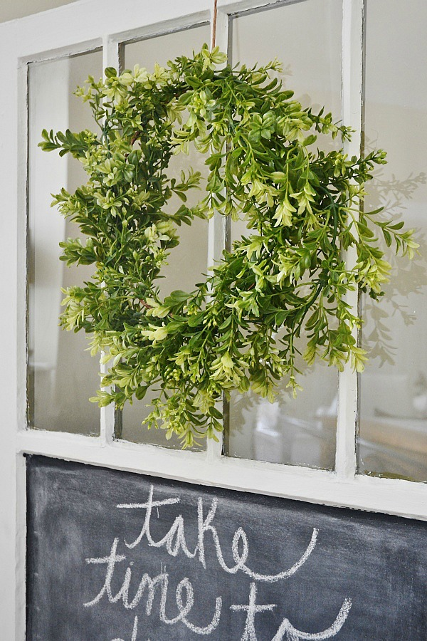 DIY simple green wreath - Seriously SO easy to make & costs less than $15 to make!