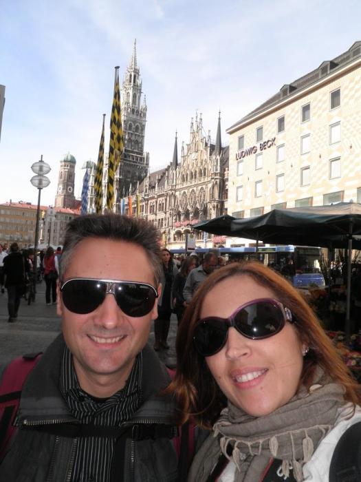 Con la Marienplatz de Múnich de fondo