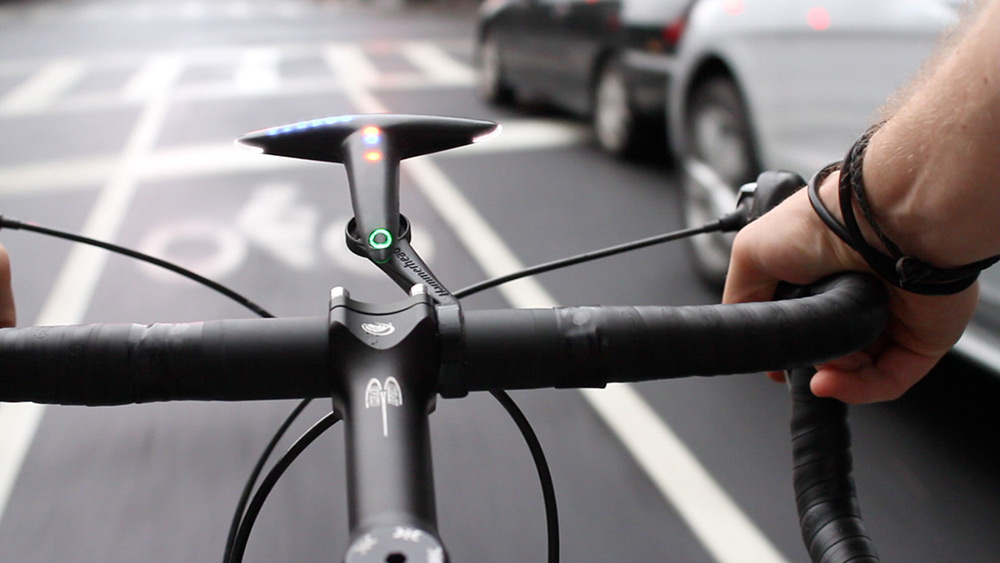 Product picture of the Hammerhead Navigation device showing the product in a typical street view on a bike handlebars