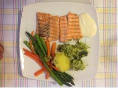 Receta: Salmón fresco a la plancha con verduritas y brócoli en papillote