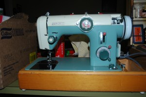 Rubbish Dump Find - Working Vintage Janome Sewing Machine