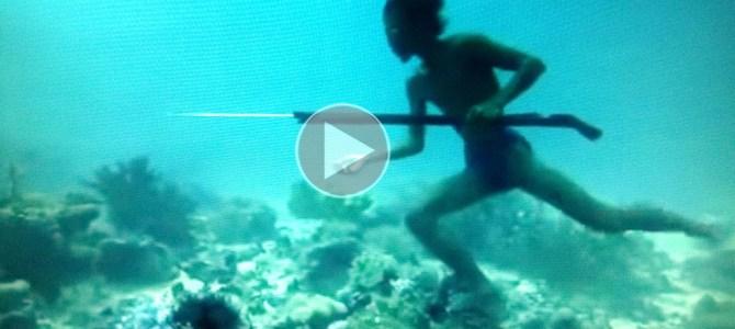 Impresionante lo que este pescador puede hacer, increíble!