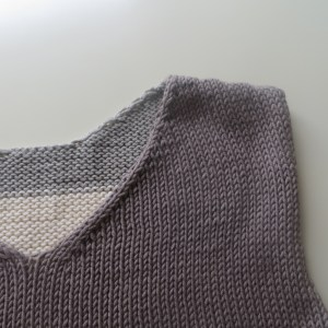 LOTILDA Streifenshirt V-Neck hinten