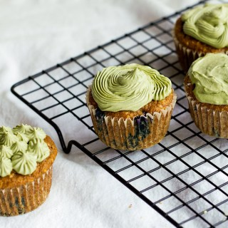 vegan matcha frosted blueberry coconut cupcakes | love me, feed me