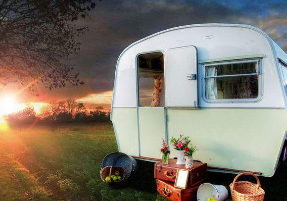 My Vintage Party ~ and a Cute Little Caravan Called Lola…