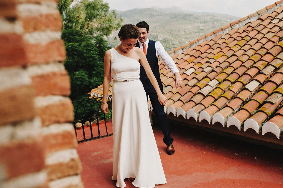 A Sophisticated Asymmetric Wedding Dress and Sweet First Look (Weddings )