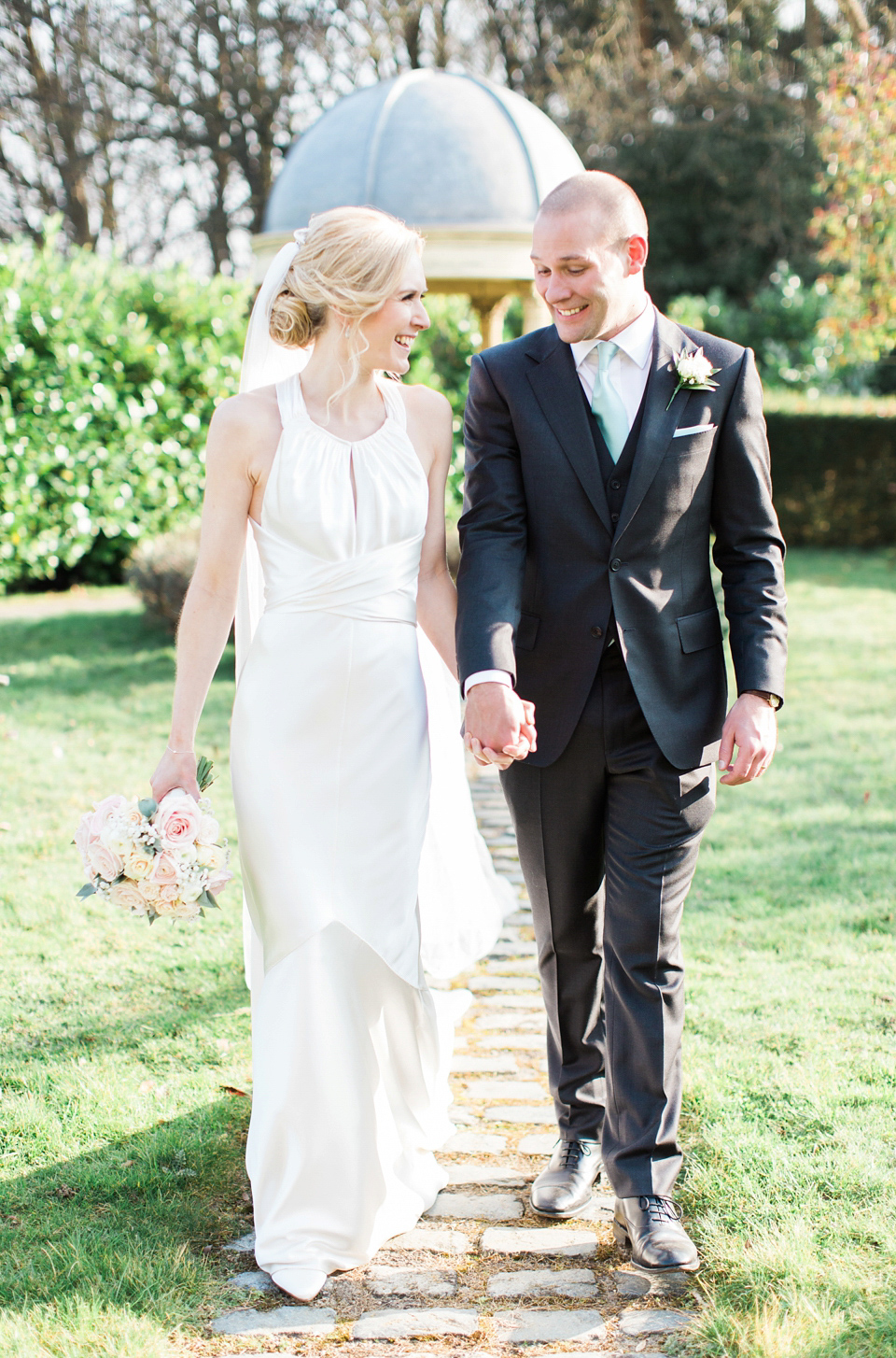 Amanda Wakeley Elegance And Pastel Blooms For A Springtime Country House Wedding (Weddings )