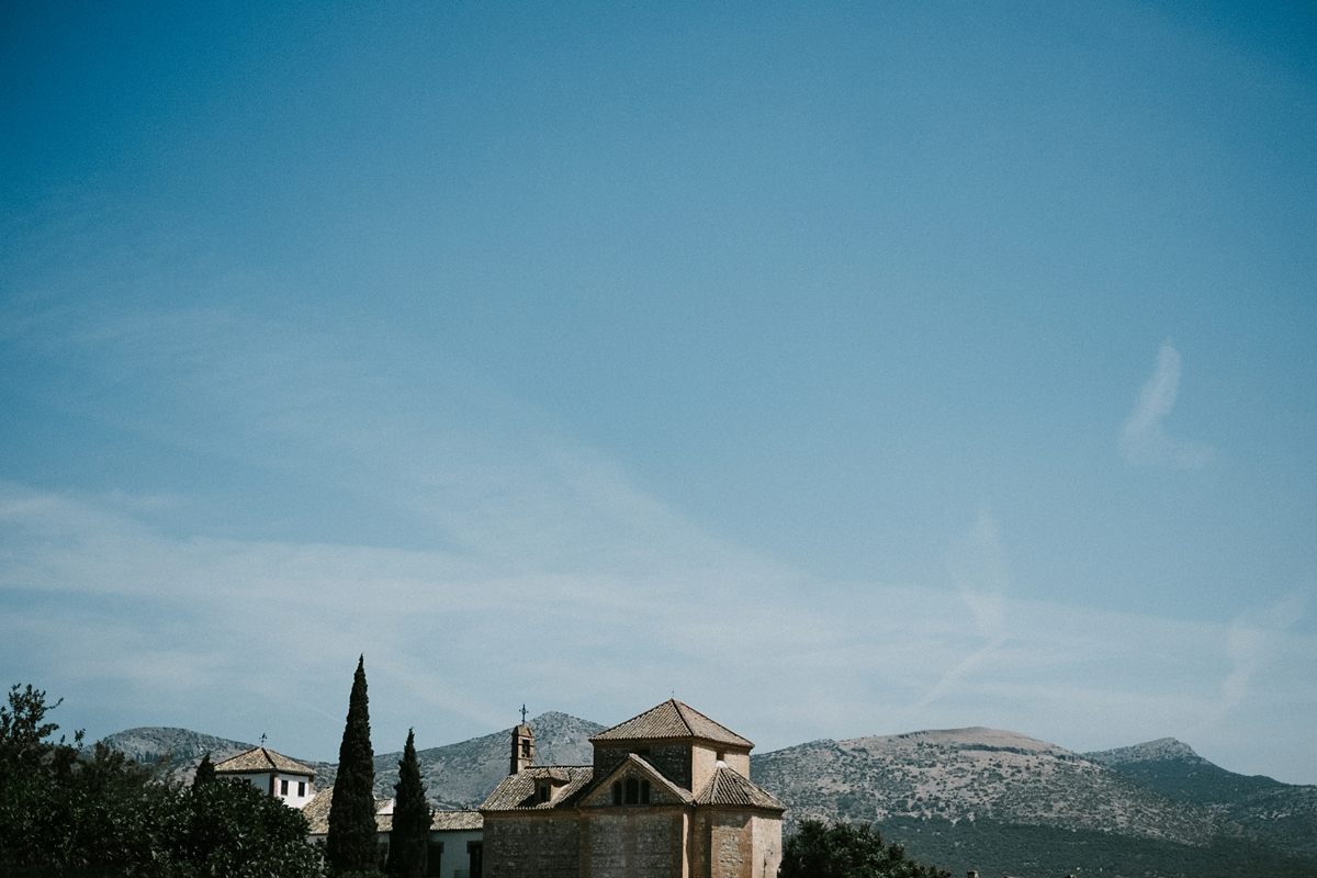A Wilden Bride Gown and Mantilla Lace Veil for a Laid Back and Stylish Wedding in Spain (Films Weddings )