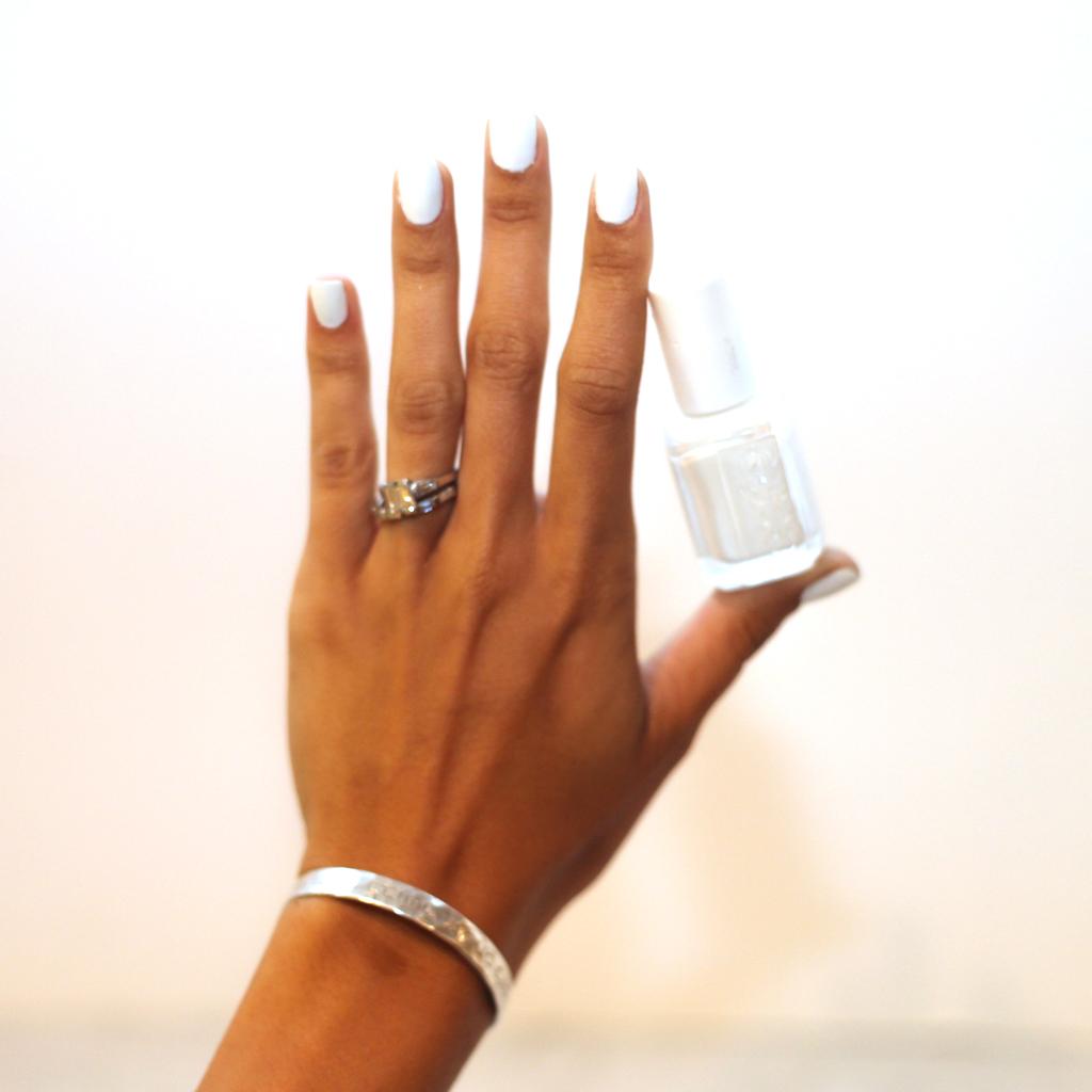 blanc-essie-nail-polish