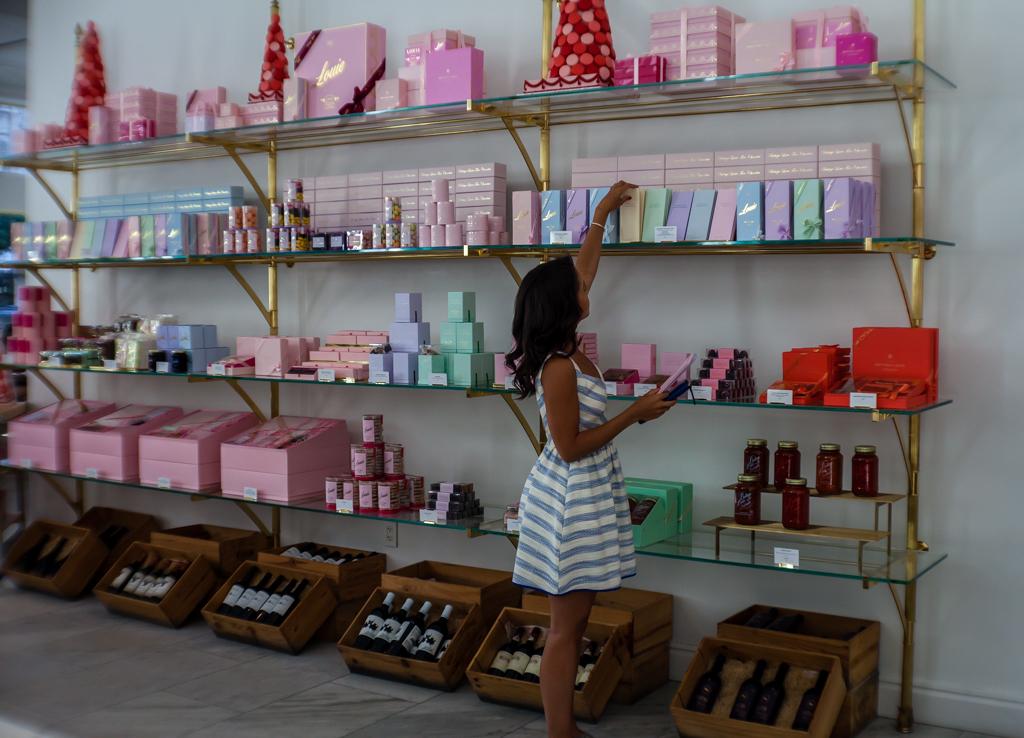 botega louie shopping wall