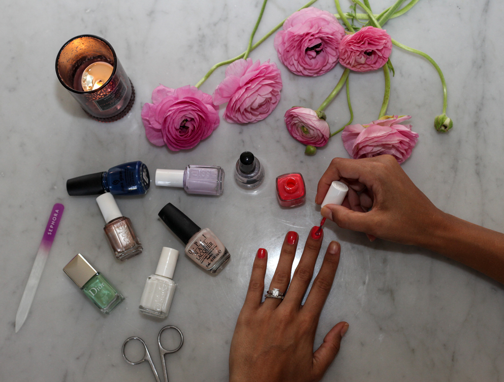 flat-lay-painting-nail-polish