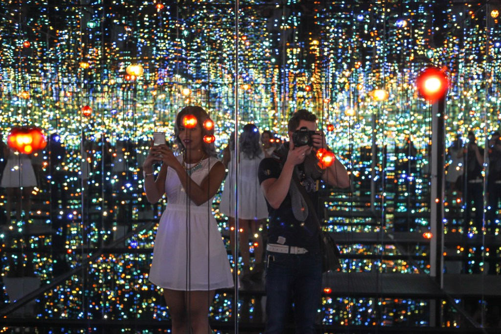 infinity light room broad couple