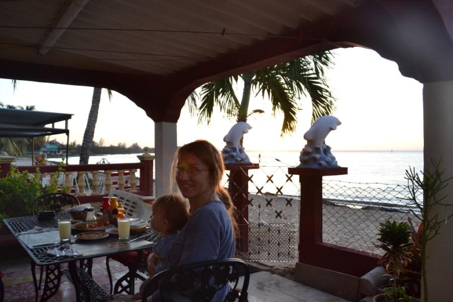 Love travelling family @ Playa Larga, breakfast time