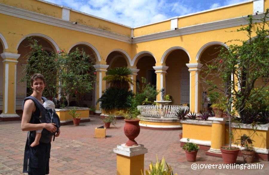 Love travelling family in Museo Histórico Municipal, Trinidad, Cuba