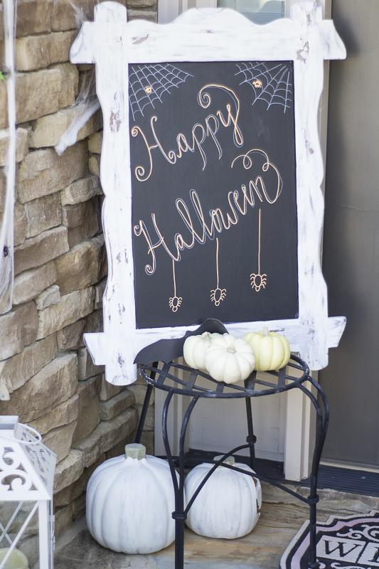 halloween-pumpkins-decor-loveyourabode