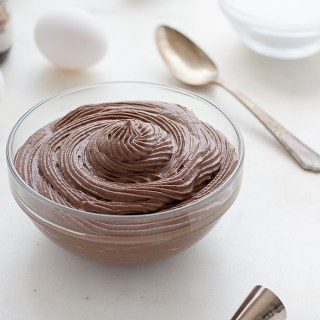 This low carb chocolate pastry cream is great as a pastry and pie filling or the perfect homemade keto pudding. LCHF, Thm